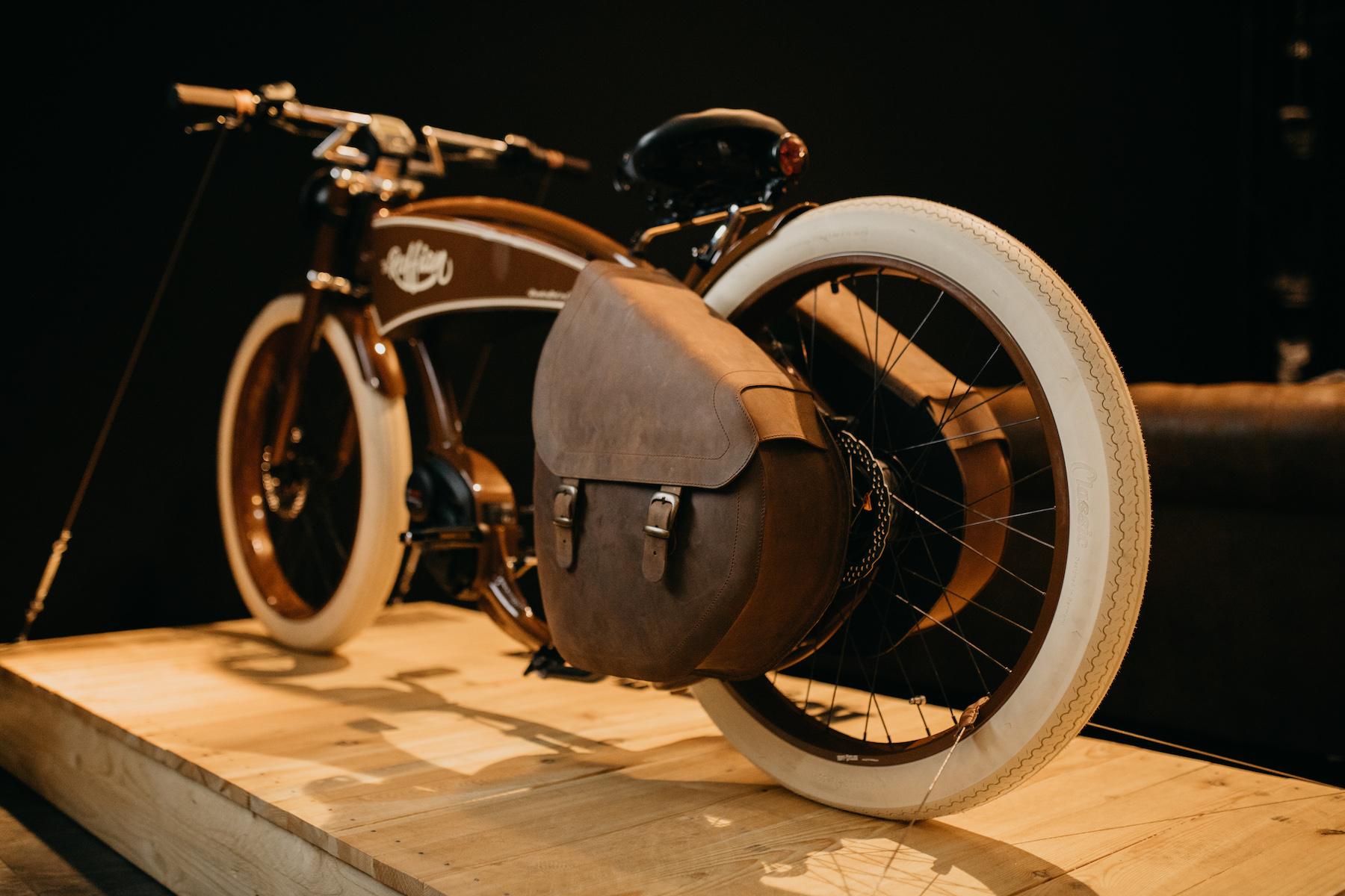 Ruff Cycles - Ruffian Brown, mit handgemachten Ledertaschen
